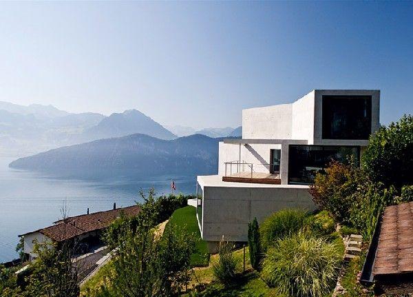 Villa Am See en Suisse, du bureau d'architecture Ungertreina. Un Projet particulièrement réussi selon Hervé Vanden Haute parce qu'il joue magnifiquement avec le terrain et capte l'essentiel de son sublime environnement.