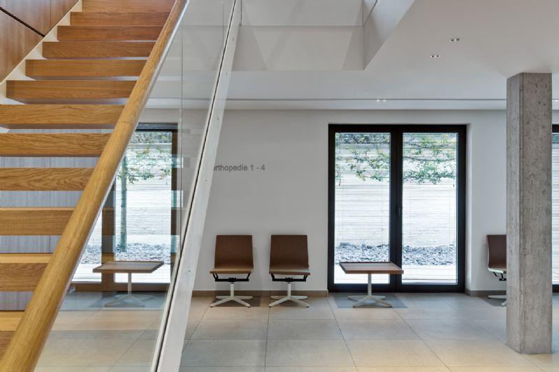 Edward Sorgeloose neemt interieur Orthopedisch Centrum Antwerpen onder handen