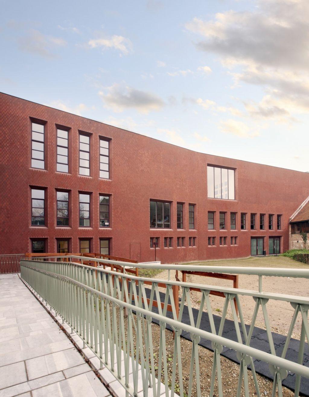 Imposante et étonnante façade pour l'extension de Z33