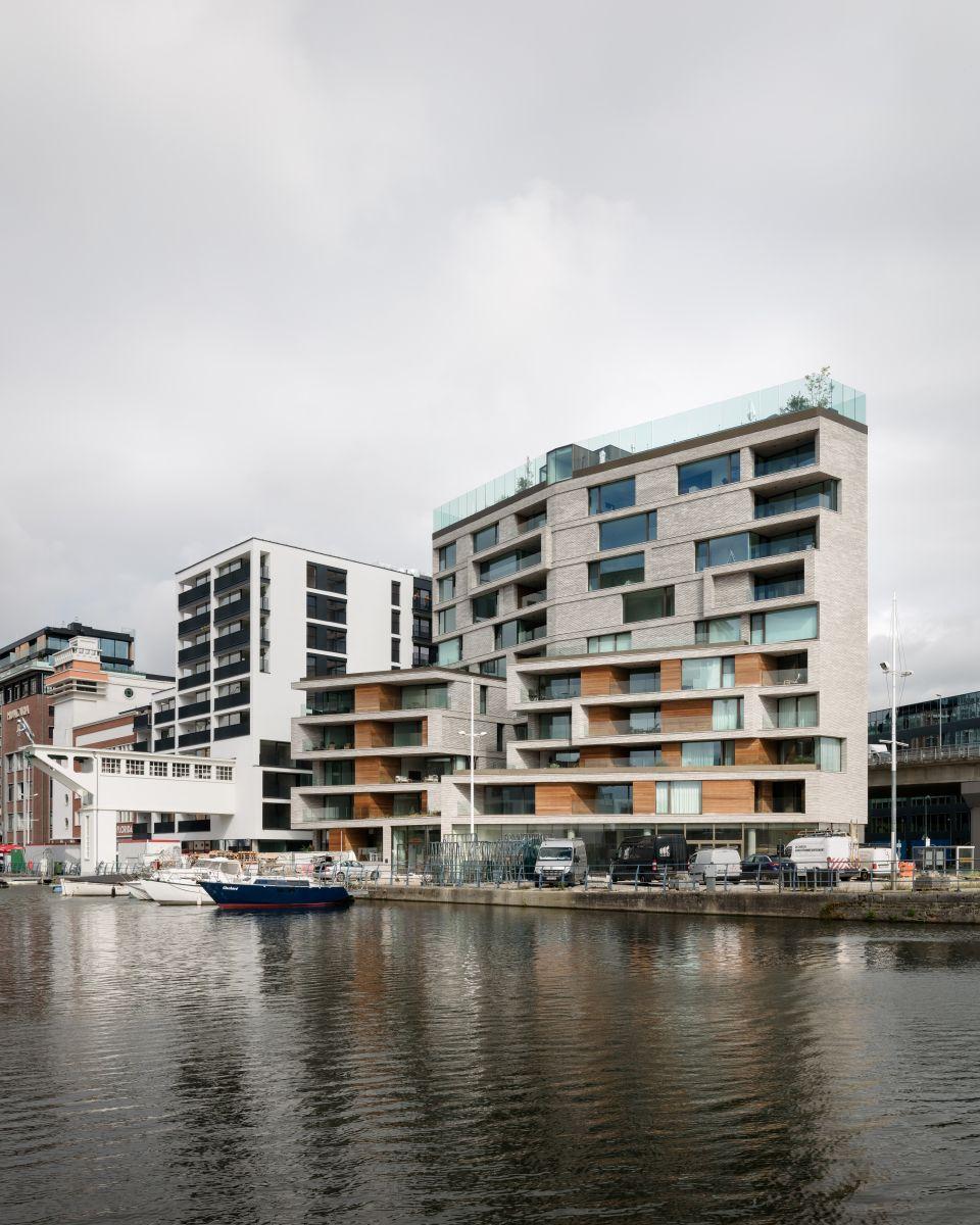 Sky One van a2o-architecten vormt nieuw baken aan Leuvense Vaartkom