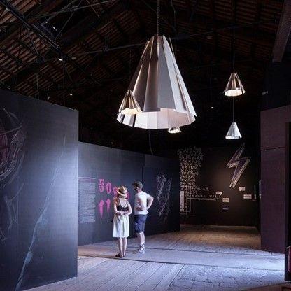 Het lichtplan in het paviljoen symboliseert een web van relaties, kansen en perspectieven.