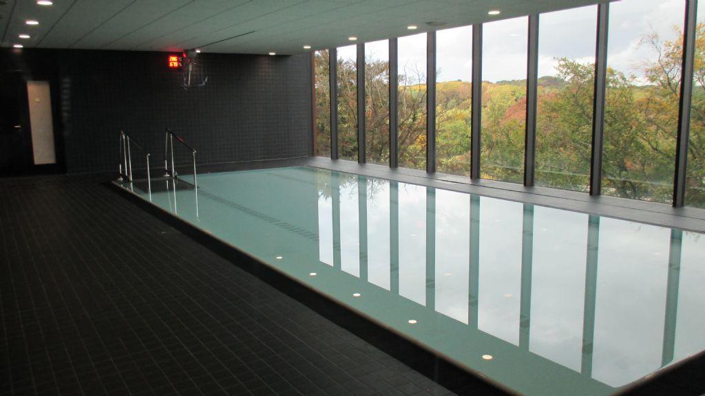 Op verdieping 6 van de toren kunnen de revalidanten gebruikmaken van een therapiebad.