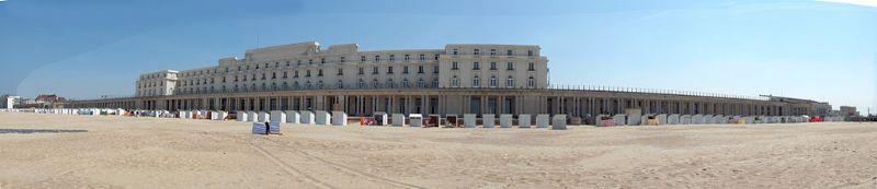 De Koninklijke Gaanderijen van Oostende werden tussen 1902 en 1906 gebouwd door Girault, in opdracht van koning Leopold II.
