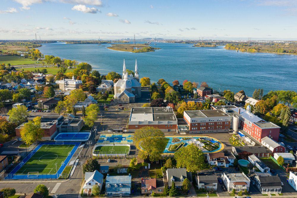 Le Collège se situe à quelques pas du fleuve St-Laurent.