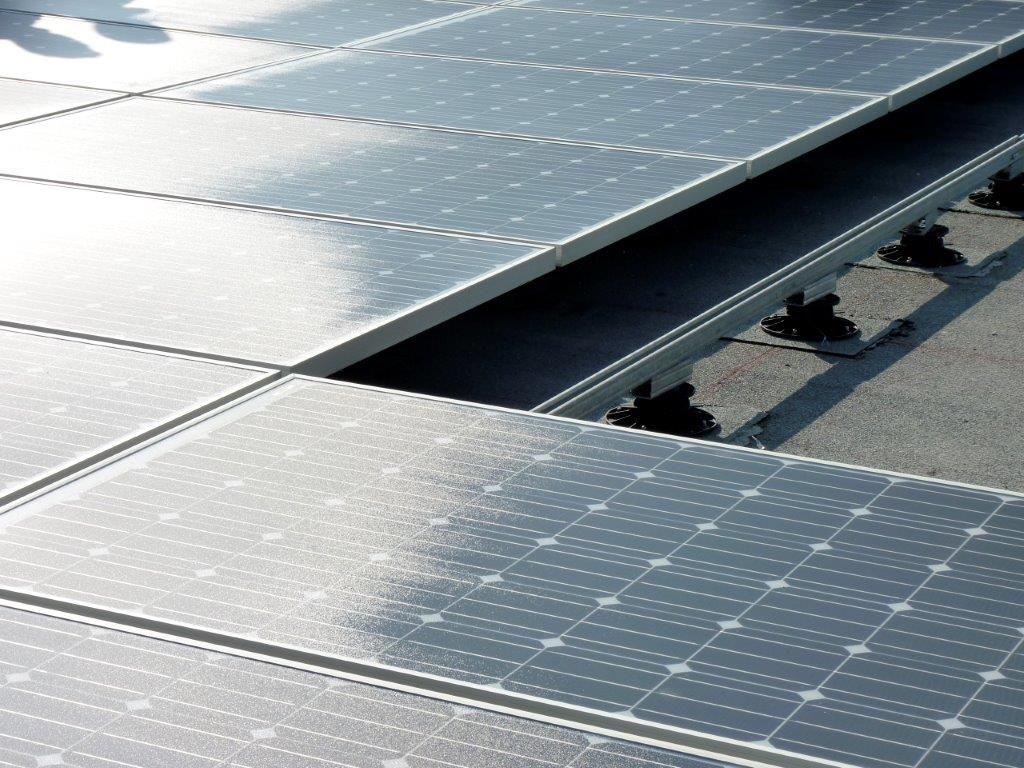 Vaak worden zonnesystemen op een bitumineus plat dak geplaatst, al vergt dit wel een correcte dakopbouw, hellingsgraad, bevestigings- en verankeringswijze …