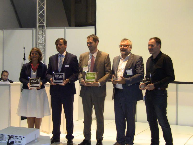 Alain Franzolini (rechts) en René Dupont van Studio Dupont (tweede van rechts) poseren met hun Archifocus-Awards.