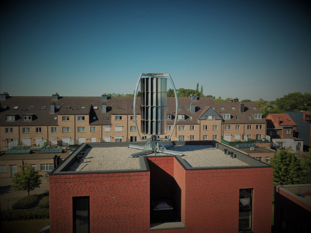 Eerste windturbine op sociale woningen in Vlaanderen
