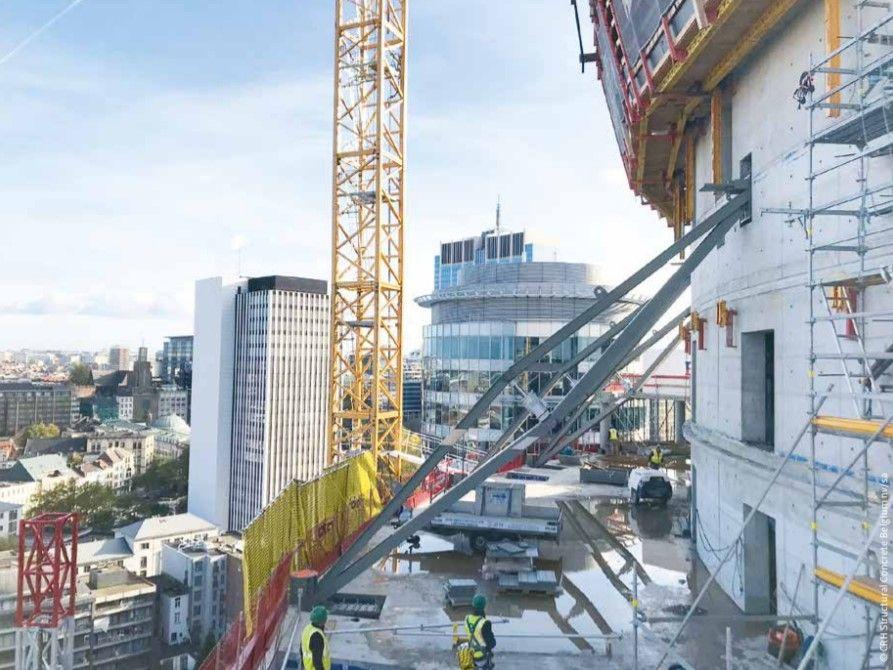 Studiebureau Greisch bedacht schuine trekkers zodat het heoomeffect van de onderste verdiepingen vergroot wordt.