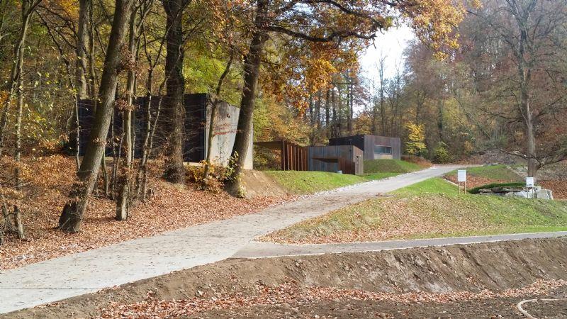 Un chemin historique structure l'ensemble du projet dont les aménagements paysagers ont été étudiés par Mathilde Sauvillers.
