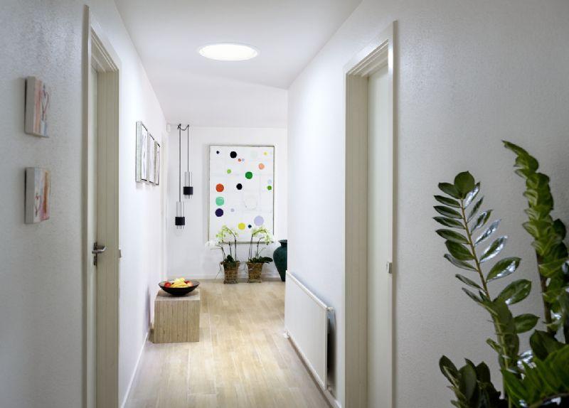 Elk huis heeft zijn donkere ruimten zonder vensters – badkamers, hallen, bureaus, dressings…  Met behulp van een VELUX lichttunnel kan je overal het zonlicht binnen brengen.