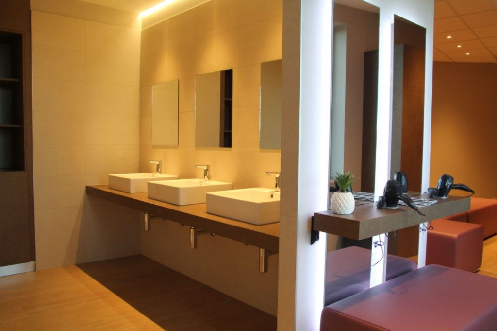 Des robinets hygiéniques et efficaces pour un centre de fitness