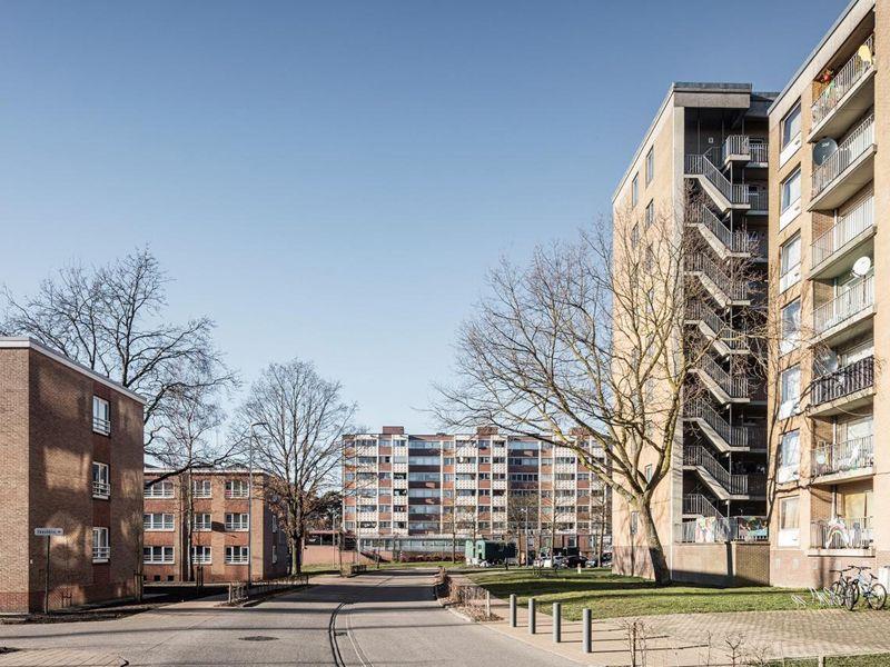 In hun meest recente Open Oproep voor de wijk Kolderbos zoekt stad Genk – samen met de sociale huisvestingsmaatschappij Nieuw Dak – een ontwerpteam voor het uitwerken van een mastervisie en een stedenbouwkundige studie op de grote sociale wijk.