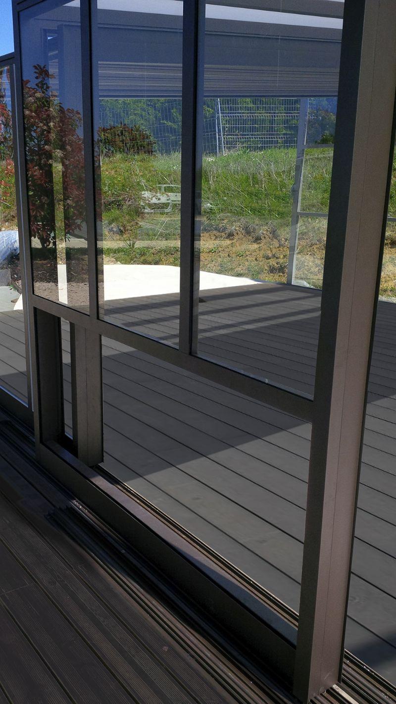 Home Aluminium verkrijgt een industriële look dankzij de zichtbare profielen in aluminium.