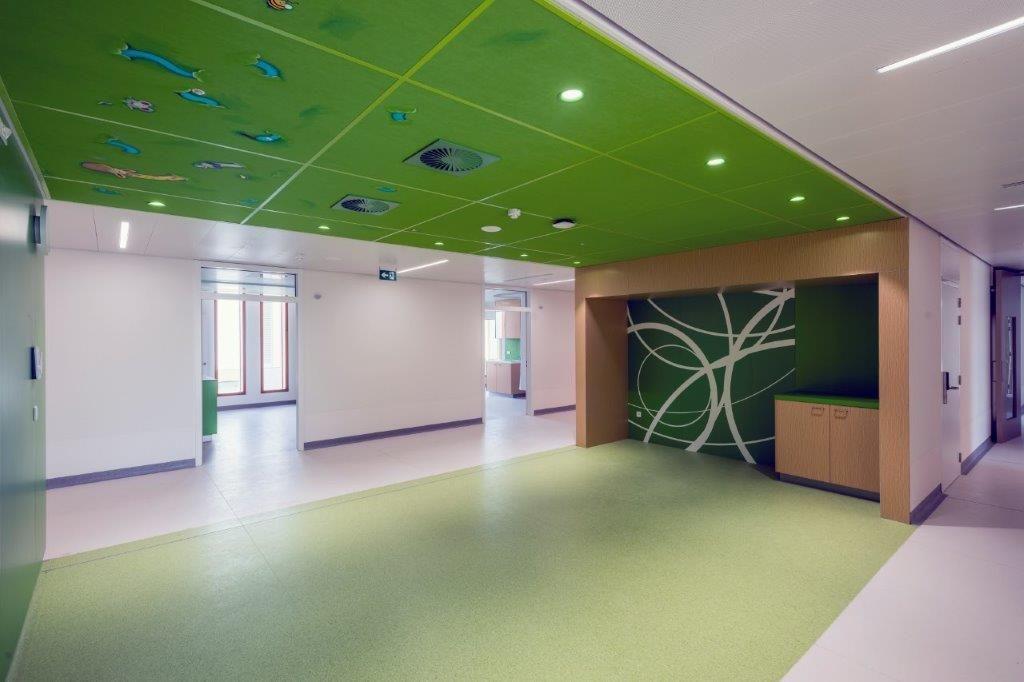 Ook het interieur van het nieuwe ziekenhuis is fraai afgewerkt. (Foto: Marc Sourbron)
