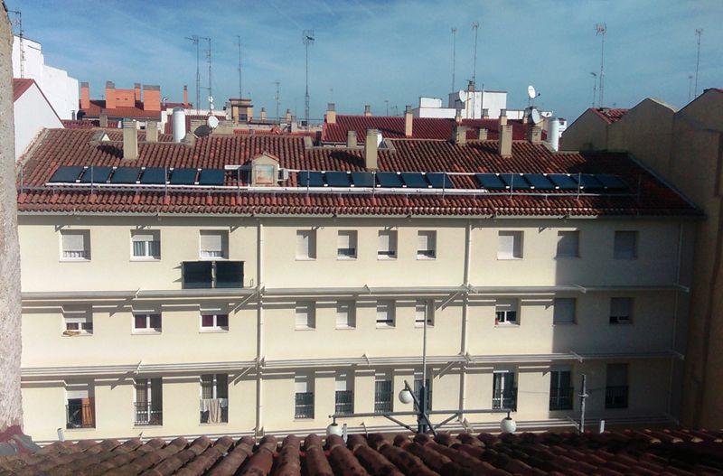 Logements sociaux à Saragosse (Espagne) ayant reçu une subvention du Fonds Juncker pour leur rénovation et l'installation de panneaux solaires.