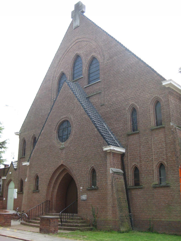 De Paterskerk in Boom werd getransformeerd naar een woonblok met 19 lofts.