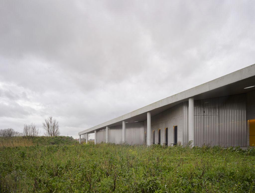 Crematorium Polderbos, OFFICE Kersten Geers David Van Severen i.s.m. kunstenaar Richard Venlet