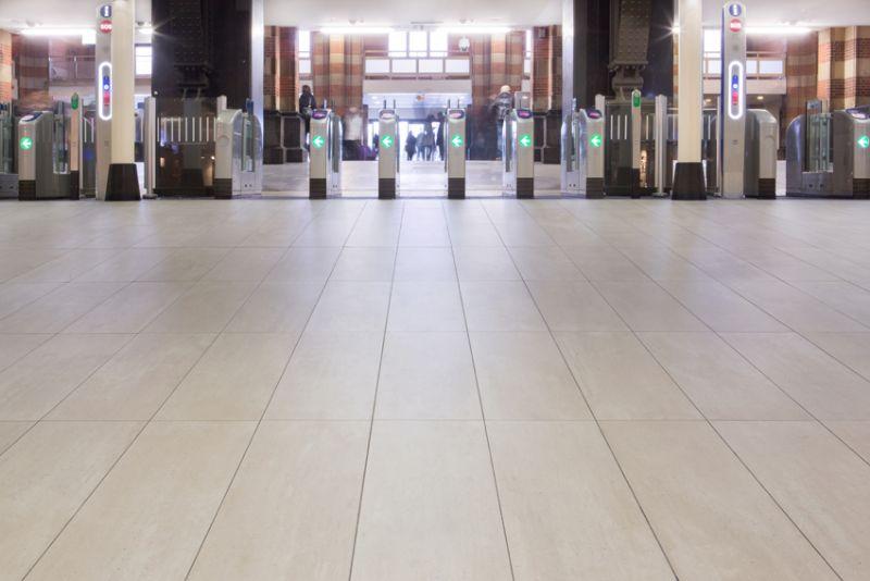 De keramische Mosategels worden gebruikt op een oppervlakte van meer dan 15.000m².