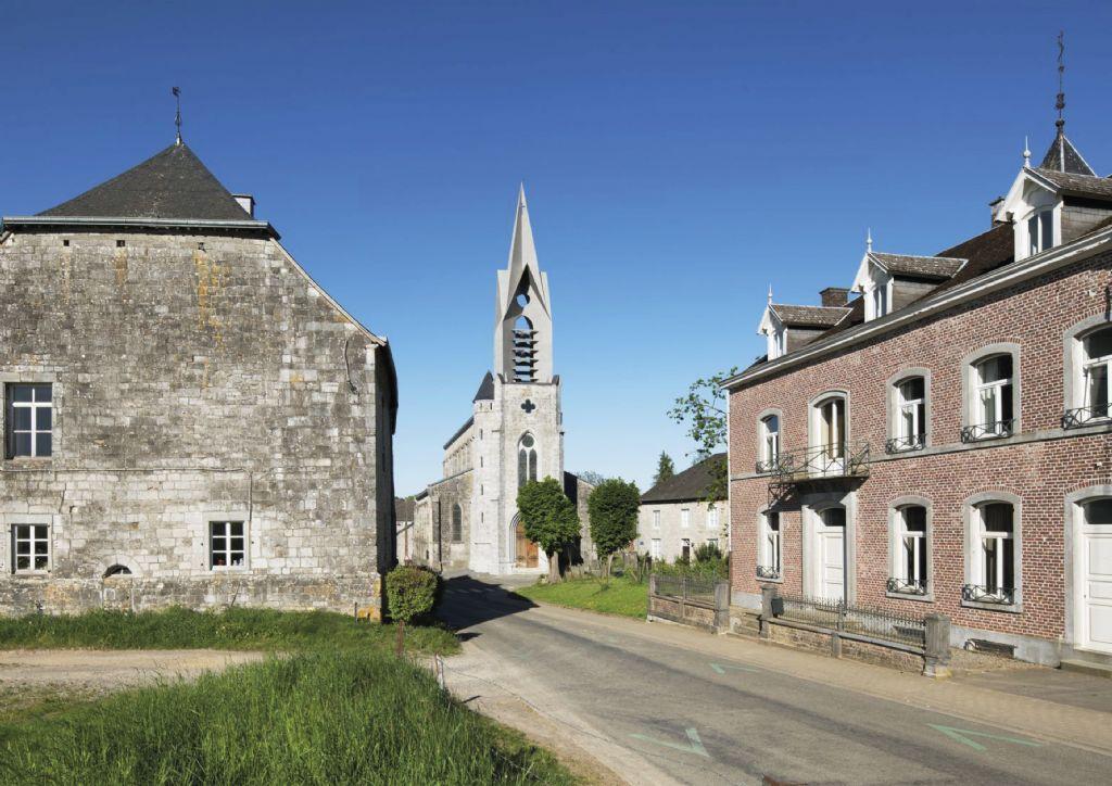 De klokkentoren in gezandstraald plaatstaal in Ferrières