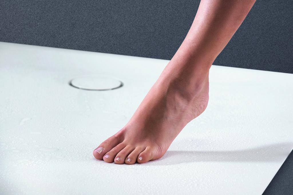Door de sifon aan de zijkant van de doucheplaat te voorzien, heeft het discrete afdekkapje van de sifon geen invloed op het gebruikscomfort van de douche.