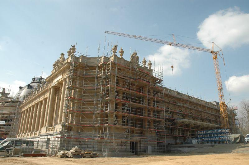 De gevel van het Stanleypaviljoen is in de stijgers en wordt gerenoveerd.