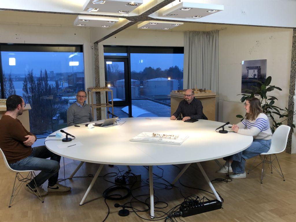 Het eerste webinar ging over de communicatie ván architecten en daarvoor schoven Eef Van Meer (OM/AR), Stefaan Evers (a2o architecten) en Dirk Driesmans (Q-BUS Architectenbureau) aan.