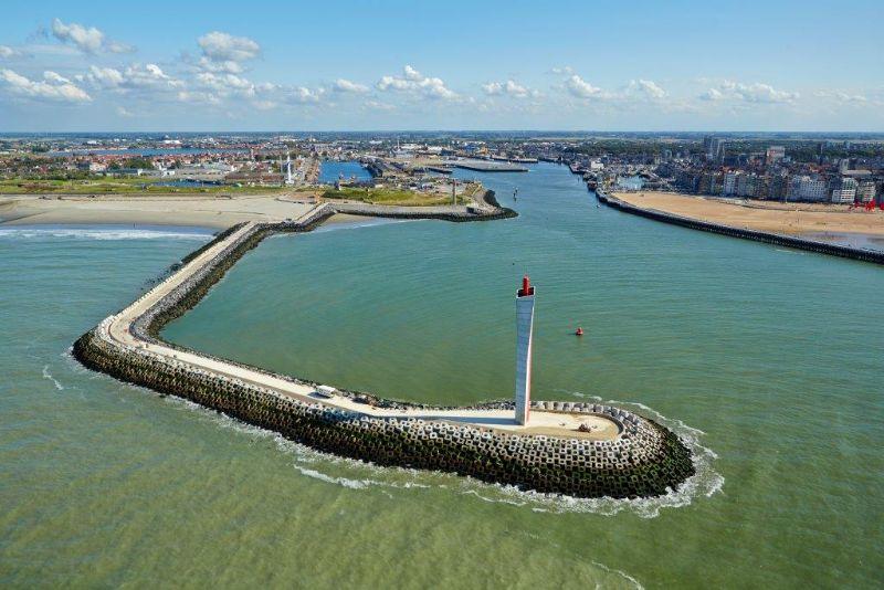 Aangezien de nieuwe radartoren zich als het ware in de voortuin van Oostende bevindt, wilde de stad absoluut een fraaie, stijlvolle constructie. (Foto: West Construct)