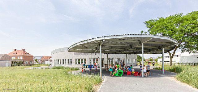 Ook voor de bouw van de luifel boven het overdekte speelgedeelte is S235-staal gebruikt (Beeld: Scholen van Morgen).