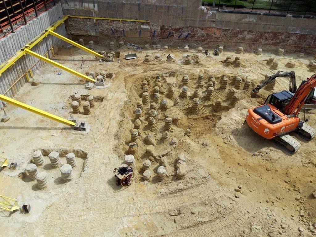 Het verwijderen van de bestaande kelder en het realiseren van de nieuwe ondergrondse parking hadden letterlijk en figuurlijk heel wat voeten in de aarde.