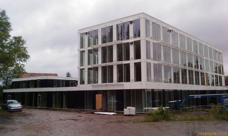 Het nieuwe gebouw is een nul-energiegebouw.