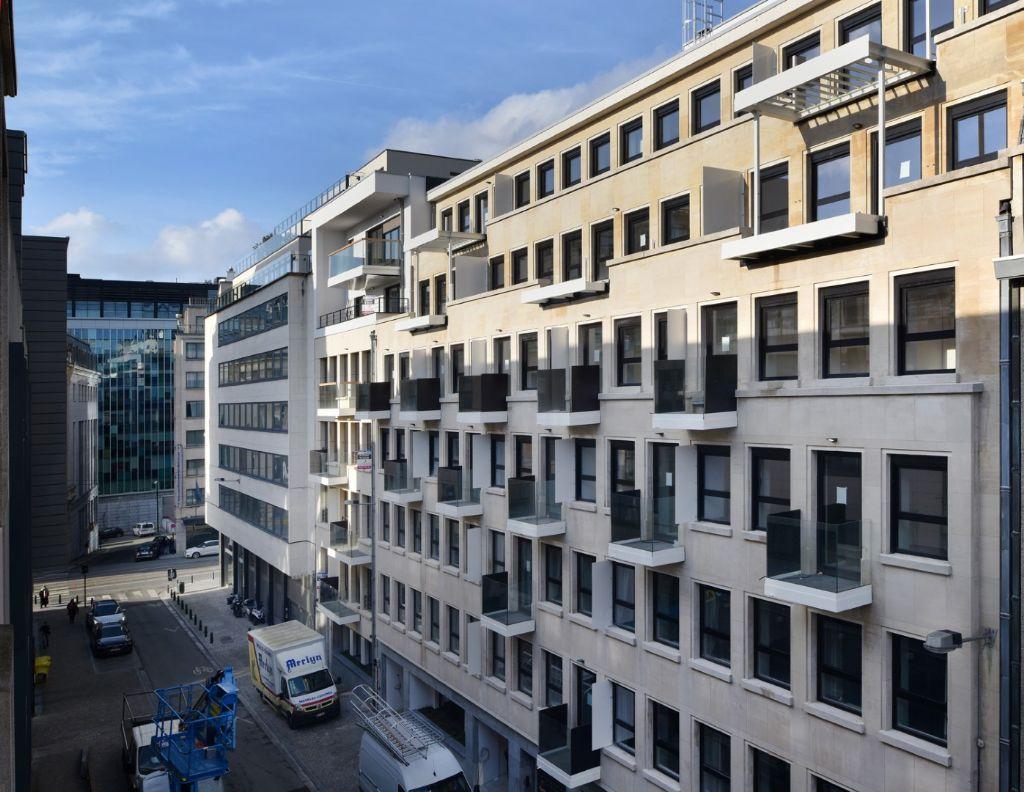 The Royal : transformation audacieuse d'un immeuble de bureaux en logements