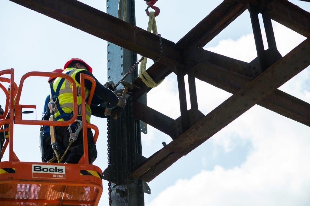 Nieuwe staalelementen zijn aan oude elementen gekoppeld met behulp van klinknagels. (Beeld: Locus Developments)