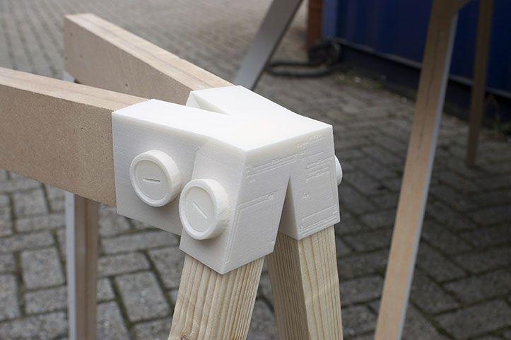 De 3D-geprinte koppelstukken kunnen verschillende objecten vasthouden.