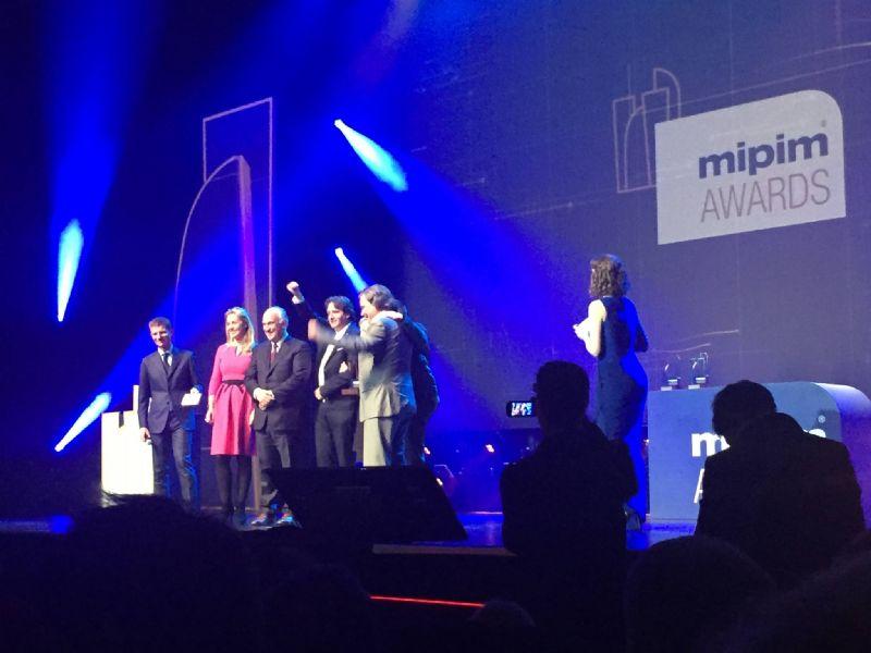 A2M, Jaspers-Eyers Architects en BAM nemen hun Mipim Award in ontvangst.