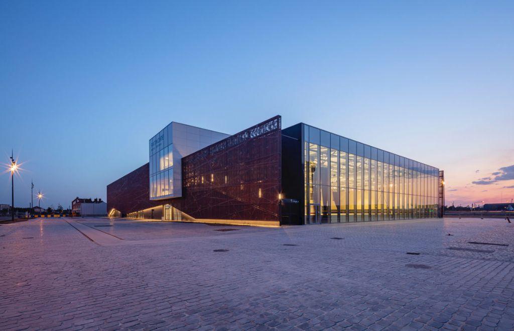Une patinoire connectée à l'histoire industrielle et portuaire du lieu
