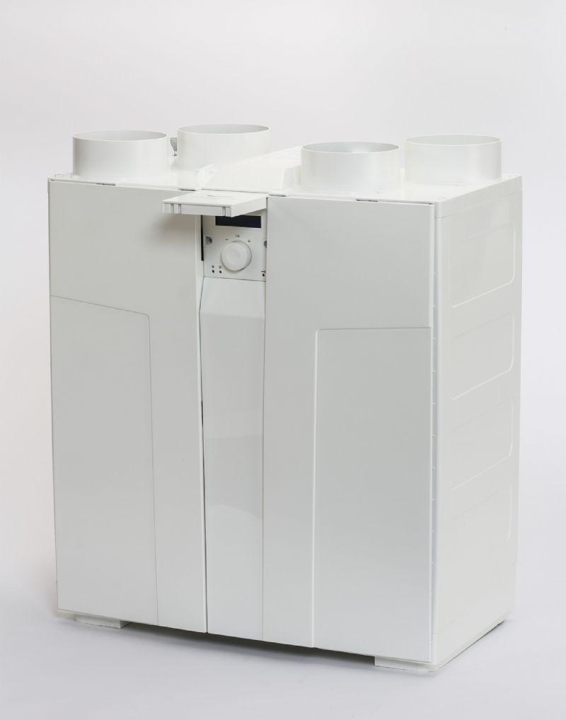 De kleine ComfoAir Compact kan snel gemonteerd worden in een kast of tegen het plafond.