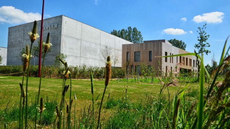 Het nulenergiekantoor van EcoPuur in Nevele is een van de meest tot de verbeelding sprekende projecten van denc!-studio.