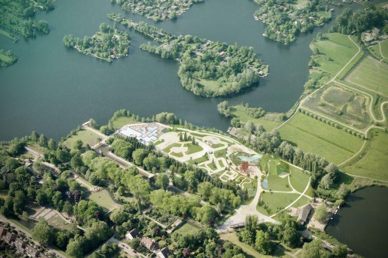 Het park ligt aan het water en is opgedeeld in drie delen: Dierenwijck, Wandelwijck en Speelwijck.