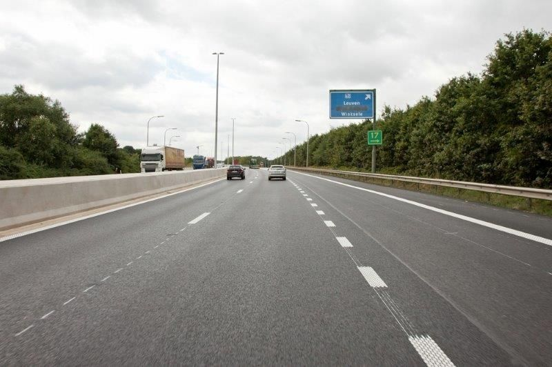 """""""Bedrijven die vanaf binnenkort moeten betalen om hun vrachtwagens over onze (tol)wegen te laten rijden, mogen in ruil kwalitatieve infrastructuur, een vlotte mobiliteit en minder filehinder verwachten"""", aldus Dominique Valcke (Stadsbader). (Foto: AWV)"""