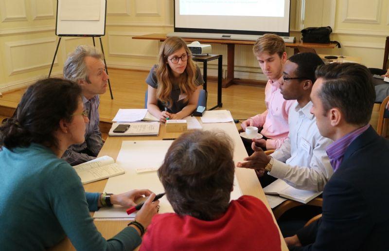 Discussie met professionelen tijdens het 2016 Embodied Energy and Carbon Symposium dat plaatsvond in de universiteit van Cambridge.