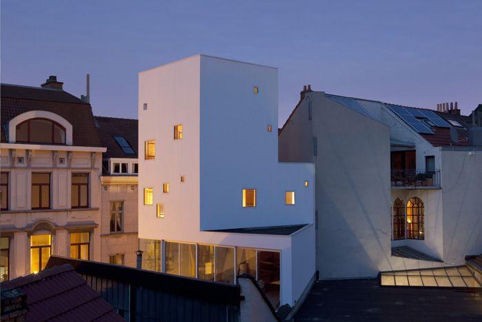 Torenhuisje in Begijhofburrt in Brussel door V+ architecten