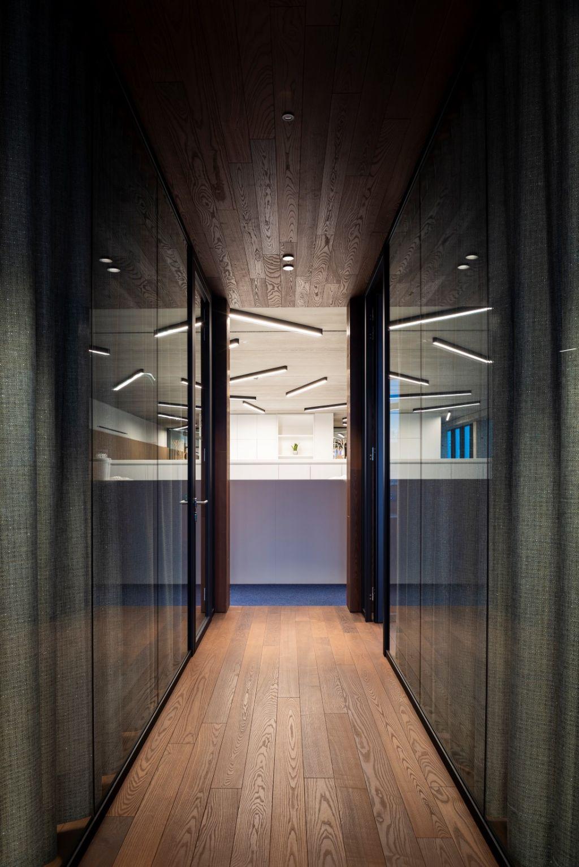 Thermisch behandeld essen speelt hoofdrol in open en ecologisch kantoorgebouw