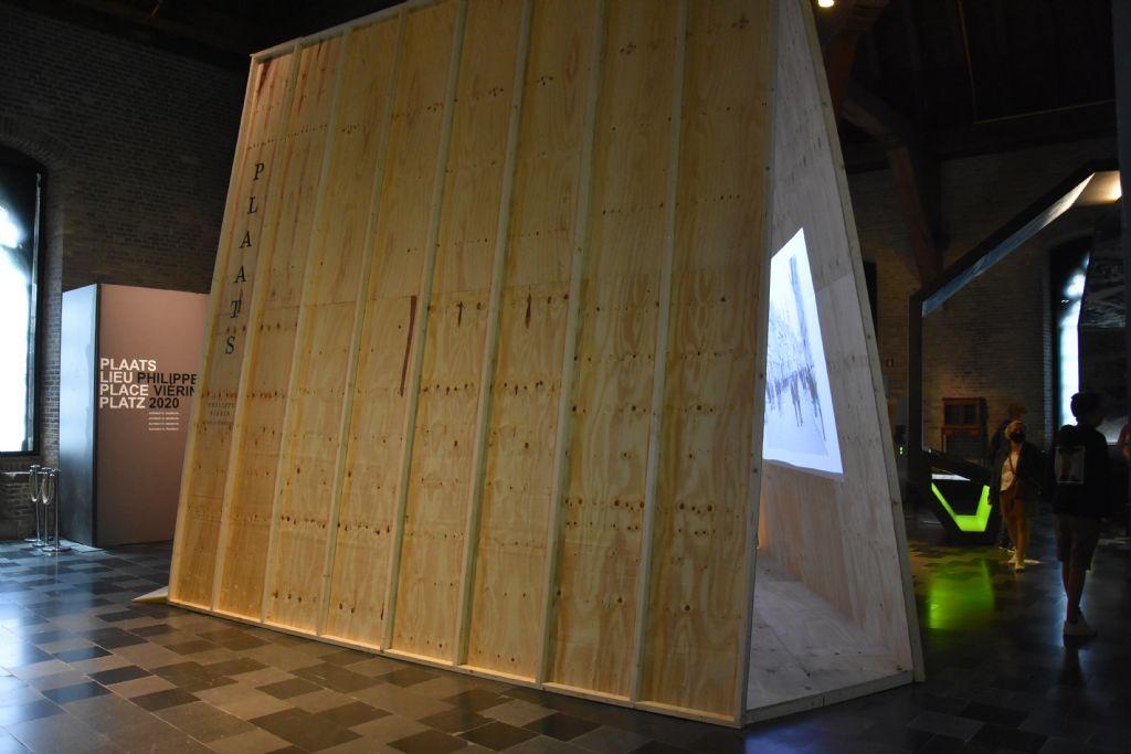Installatie PLAATS in het Flanders Fields Museum Ieper