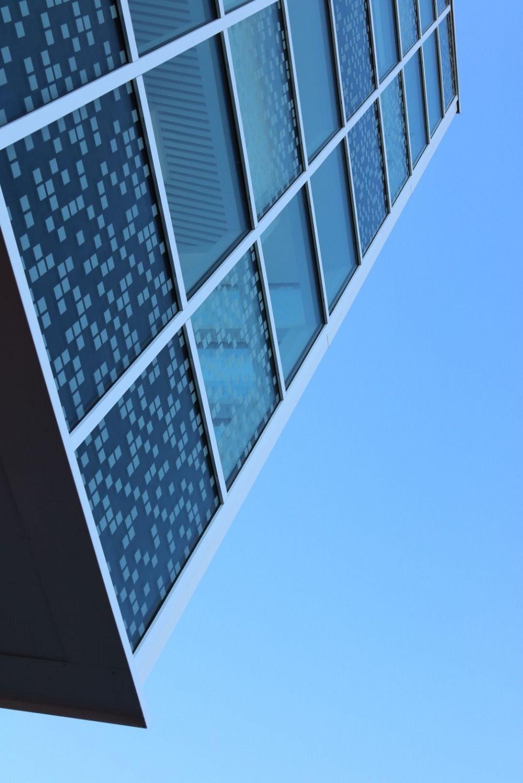 On a utilisé le vitrage Artlite d'AGC Glass, dont une des faces est recouverte de motifs décoratifs inaltérables.