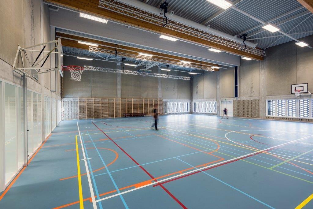 """Hilde Crevits: """"Gedeeld gebruik van schoolinfrastructuur moet uitgroeien tot een basisvereiste. Er zou geen school meer gebouwd mogen worden met Vlaamse infrastructuurmiddelen zonder dat er sprake van is."""" (Foto: Marc Sourbron)"""