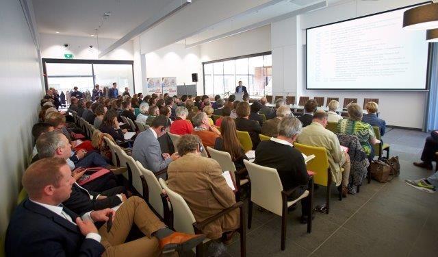 Tal van geïnteresseerden woonden het lanceringsevent van Wonen na 60 bij.