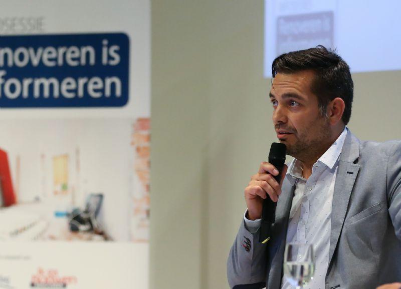 Architect Peter Vermeulen (Rove Architecten) geeft toelichting rond het samenwerken met een architect.
