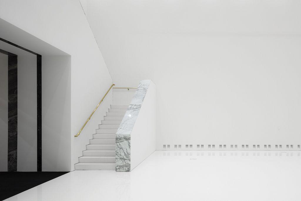 Een detail van de monumentale trap in het eenentwintigste-eeuws museum.