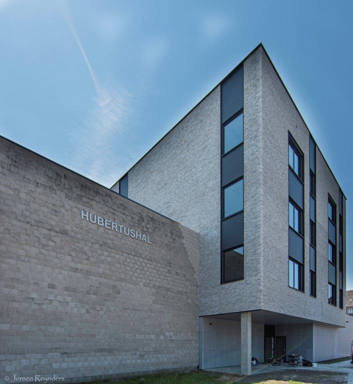 De nieuwbouw van de kersverse Juniorcampus is 6000 vierkante meter groot en telt vier bouwlagen.