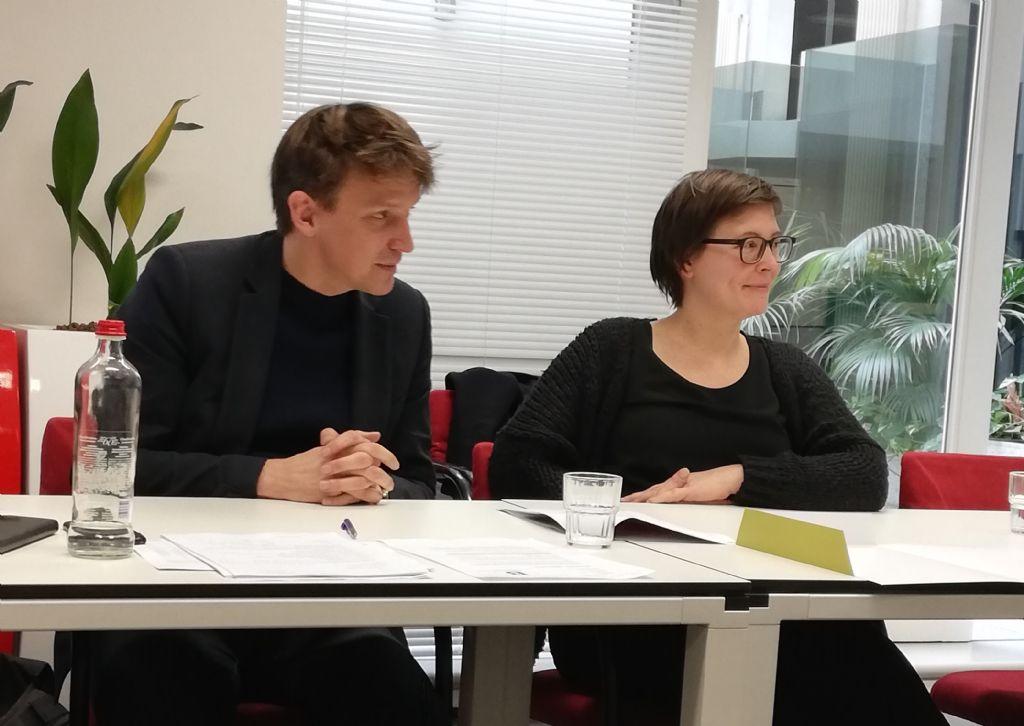 Sven Grooten en Stéphanie Collier van B-architecten tijdens hun betoog.